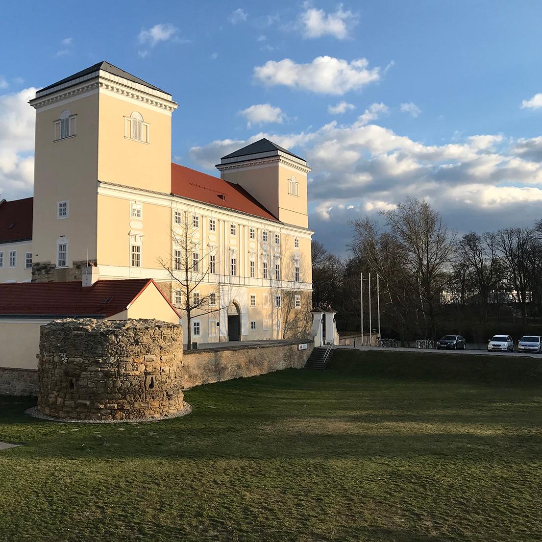 Schloss+Wolkersdorf.jpg